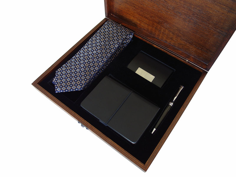VIP Gift Set for Men in Wooden Box